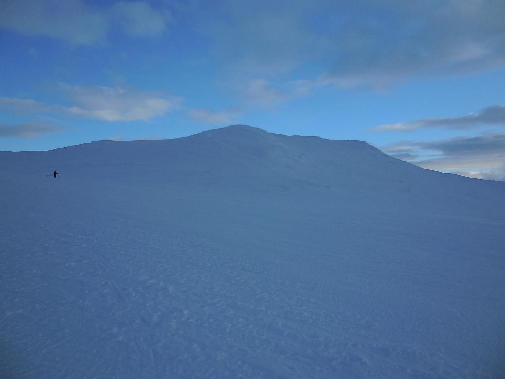 Mot den sørligste av 1800-meterstoppene på Sulefjellet.