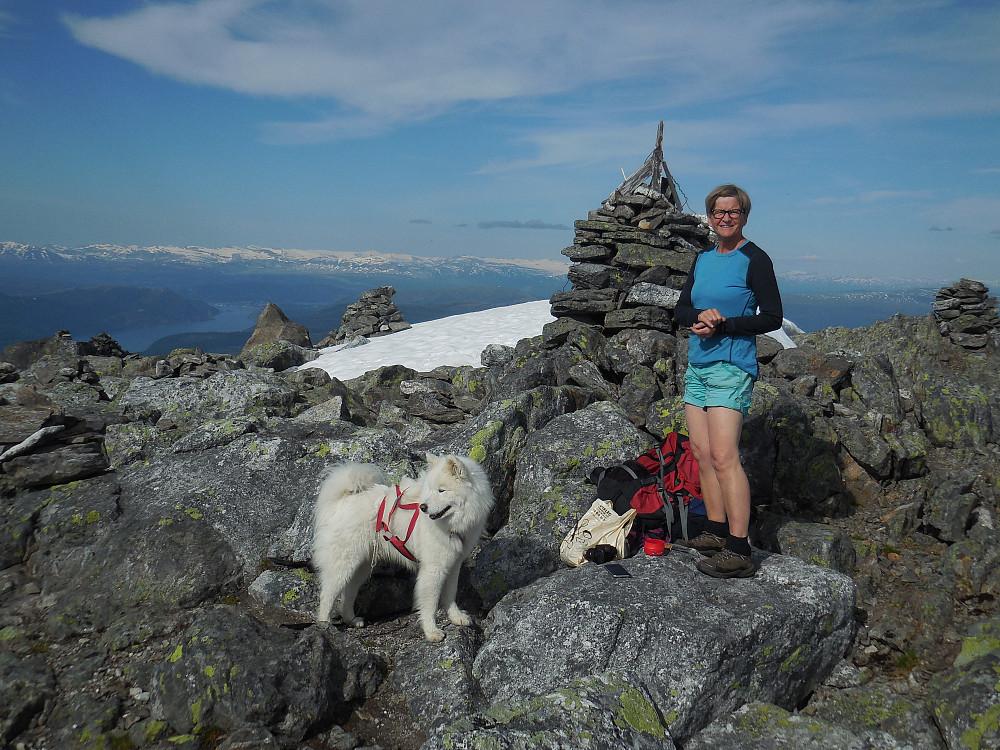 På toppen av Lukttinden, 1343 moh.