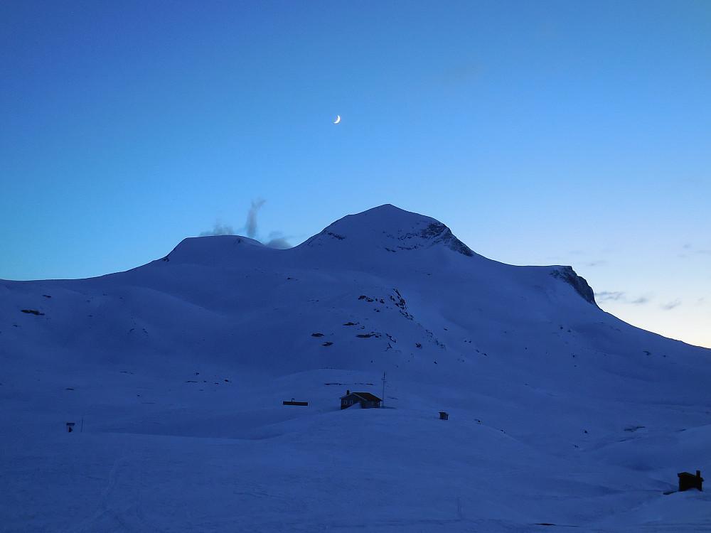 Nymåne over Naushornet. Fra Veltdalshytta.