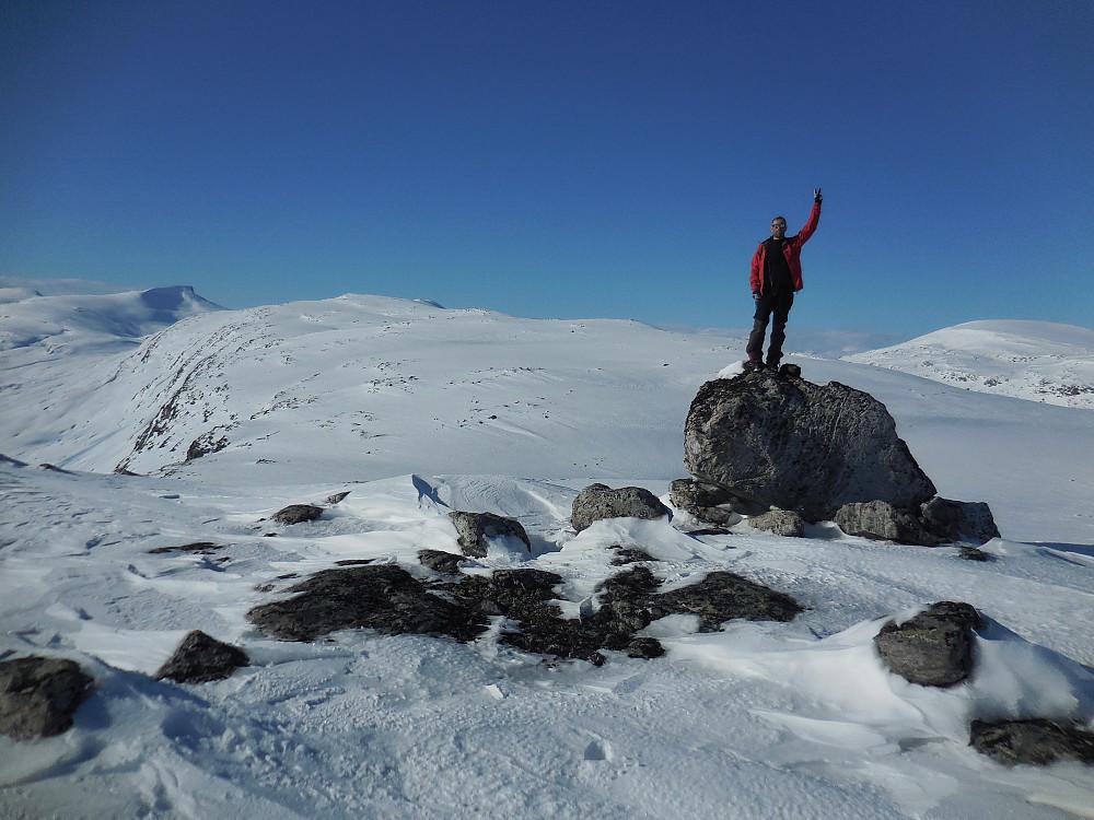 Sør for Veltdalseggi, 1577 moh. Bak ses Karitinden og Veltdalseggi.