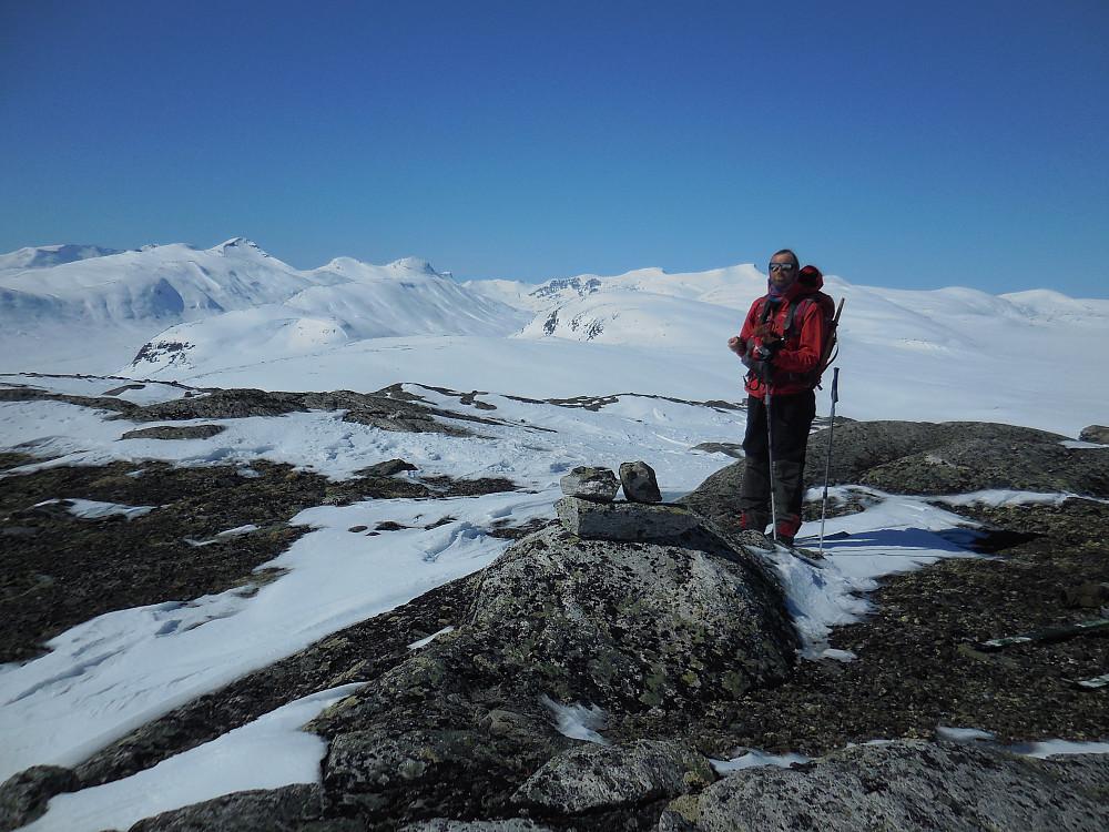 På Låggøymen, 1577 moh. Bak ser vi noen av toppene vi rakk å besøke i helga.