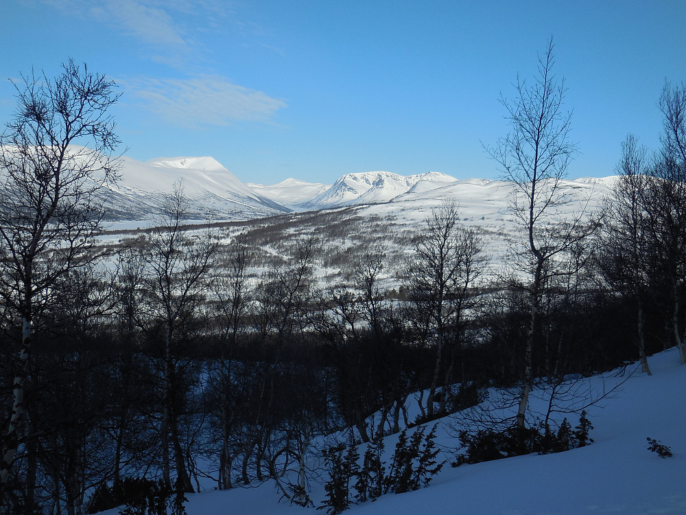 Opp fra Vognillsætra mot Kvannliberget med utsyn vestover. Okla til venstre og Gjevilvasskamben til høyre for Gjevilvatnet.