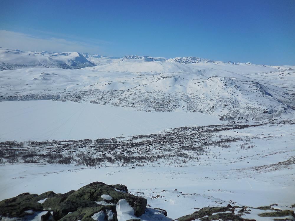 Utsikt fra Storgruvpiken og vestover mot Trollheimen.
