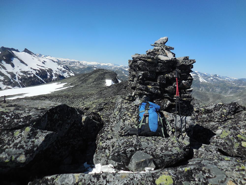 Storegut, 1968 moh. Haugen rett til venstre for varden er nordvesttoppen.