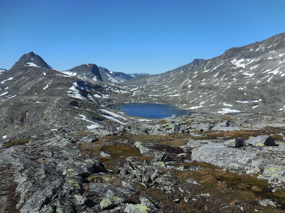 Fra Høgbrøthøgde mot Mjølkedalstinden og Olavsbunuten.