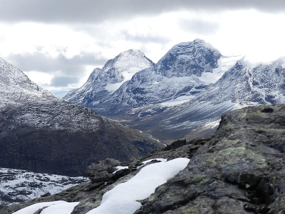Svartdalen med Mesmogtind og Svartdalspigger.