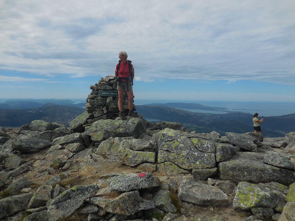 Endelig på 1058 moh. og Heilhornet er besteget. Snakk om utsikt!