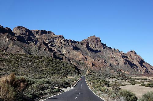 Roque de los Almendros (venstre) og El Sombrero sett fra bilveien. Jeg gikk opp på baksiden.