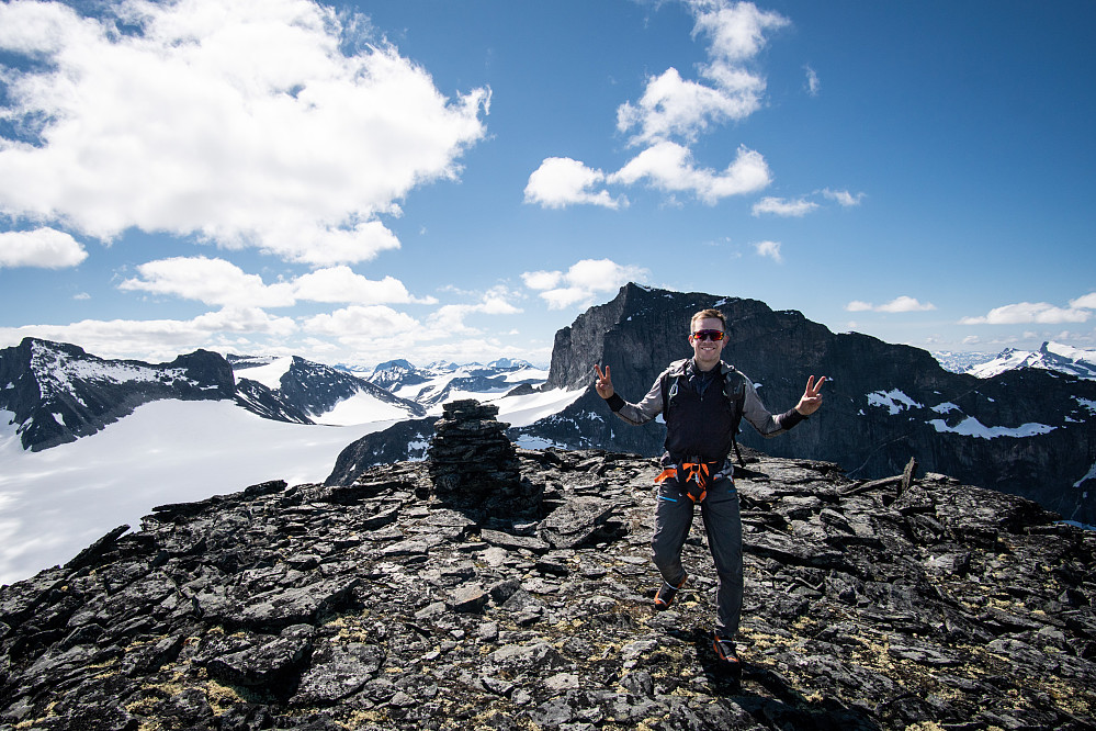 Fornøyd type på vei mot dagens siste topp: Fremste Storgrovhø