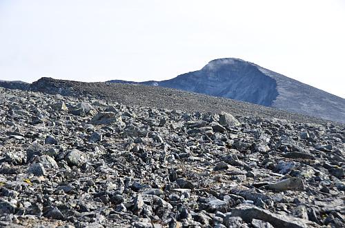 Mye stein. Mer egnet som vintertur.