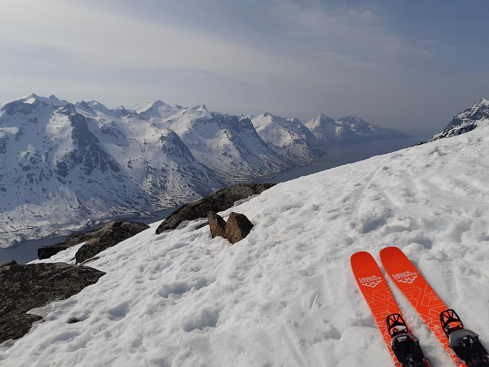 Super utsikt fra toppen mot Ersfjorden