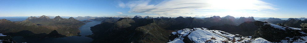 Panorama mot Sjunkhatten nasjonalpark fra toppen.