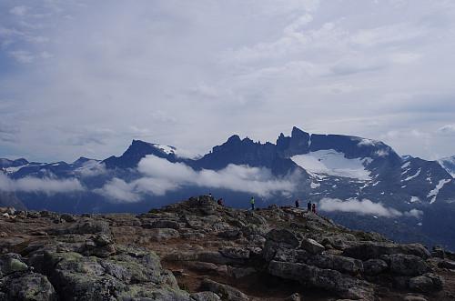 Utsikt fra Mjølvafjellet mot Trollveggen med bl.a. Trollryggen og Store Trolltind.