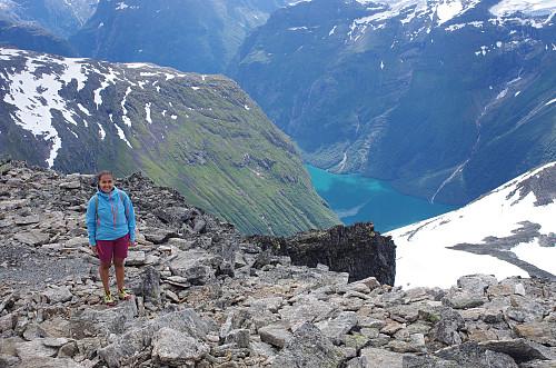 Utsikt ned mot Loenvatnet.