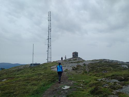 """Vi nærmer oss """"Signalen"""" på toppen av Valderøyfjellet."""