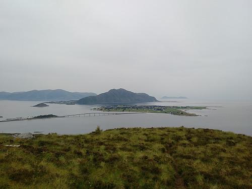 Utsikt fra Storefjellet mot Giske, Godøya, Hareidlandet og Runde.