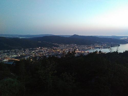 Kveldsstemning over Bergen by.