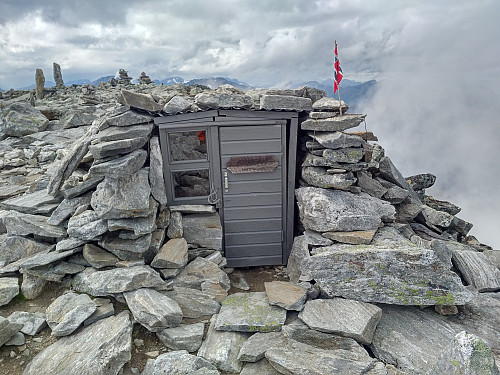 Image #17: A little shelter that has been built on top of Mount Kongen. There's space enough for 2 or maybe 3 persons to sit in there and eat their picnic if it's rainy or windy when they reach the summit.