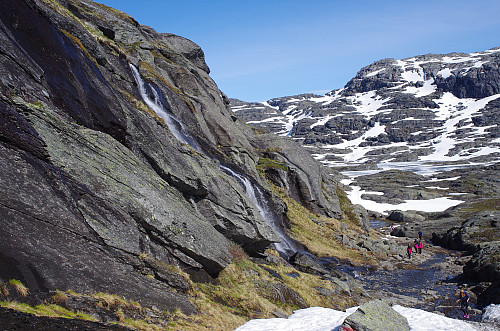 Image #10: A rather wet part of the track, but with plenty of stones to step upon in order to remain dry. The mountain to the left is Loftsnuten.