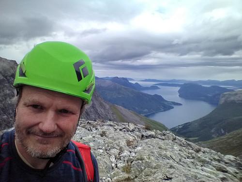 Utsikt fra Kongskneet mot Innfjorden.
