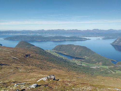 Utsikt fra Vågskaret mot Vågstranda, Romsdalsfjorden, Sekken og Molde.