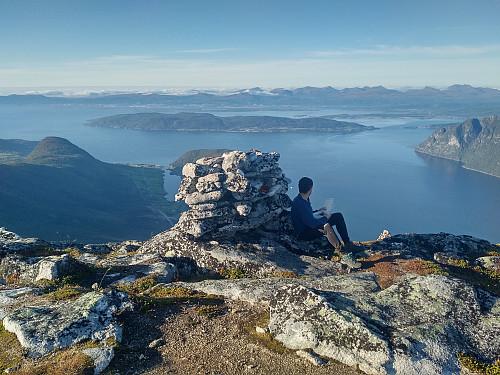 På toppen av Blåstolen. Utsikt over Romsdalsfjorden, Sekken og Molde.