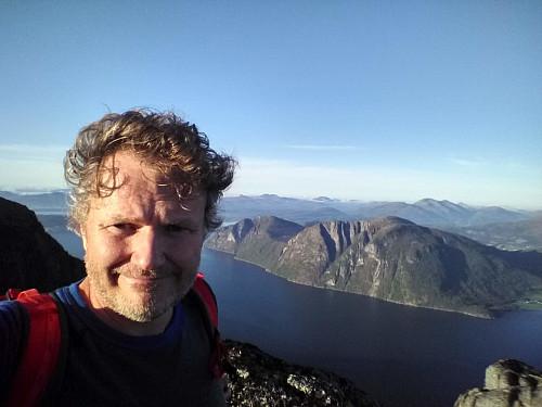 Med utsikt over Romsdalsfjorden.