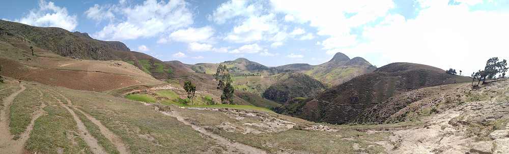 "#14: Another panorama of the valley between Damocha and Mogle, i.e. the ancient Wochecha crater. Compared to the previous image, this image was captured at a slightly lower point of my descent westwards along the northern ""rim"" of the crater."