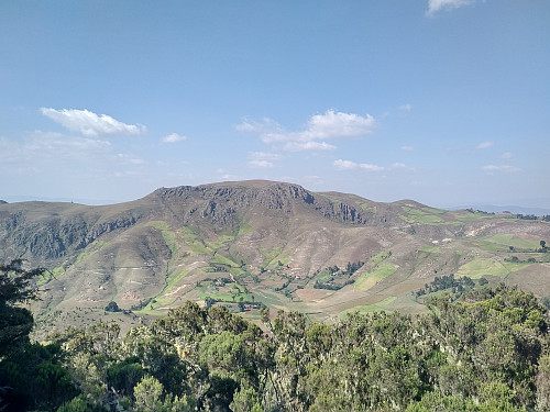 #21: View from the summit of Moglē Korebta towards Damocha, the highest point of the Wochecha mountain.