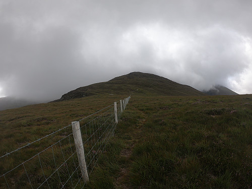 The path to Cnoc an Bhraca. To the right, hidden in the mist, is Cruach Mhór.
