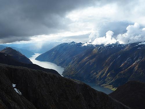 Frå Nyastølseggi mot Fjærlandsfjorden