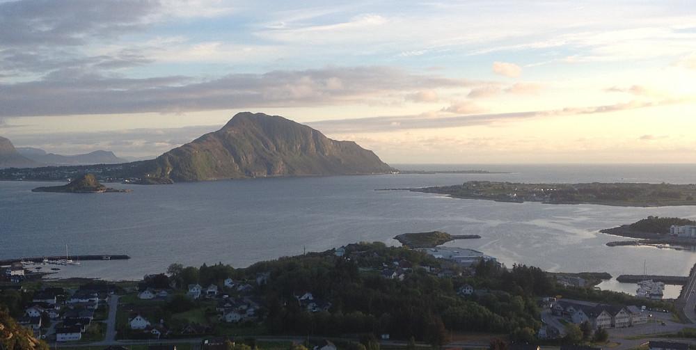 Storhornet på Godøya tar seg floott ut fra Valdersøya!