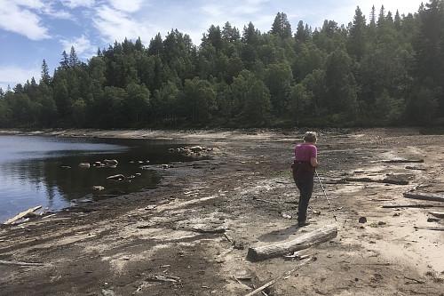Nedtappet Gyvatn og fint å gå langs vannkanten