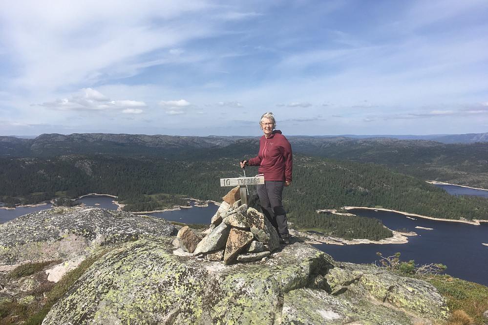Astrid på Midtstrandnuten - kommunetoppen i Evje og Hornnes