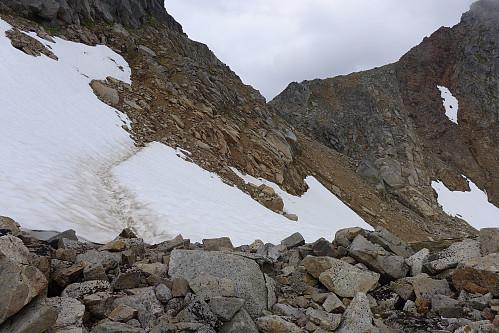 Ikke anbefalt sti i den bratte del av skråningen under 910-toppen