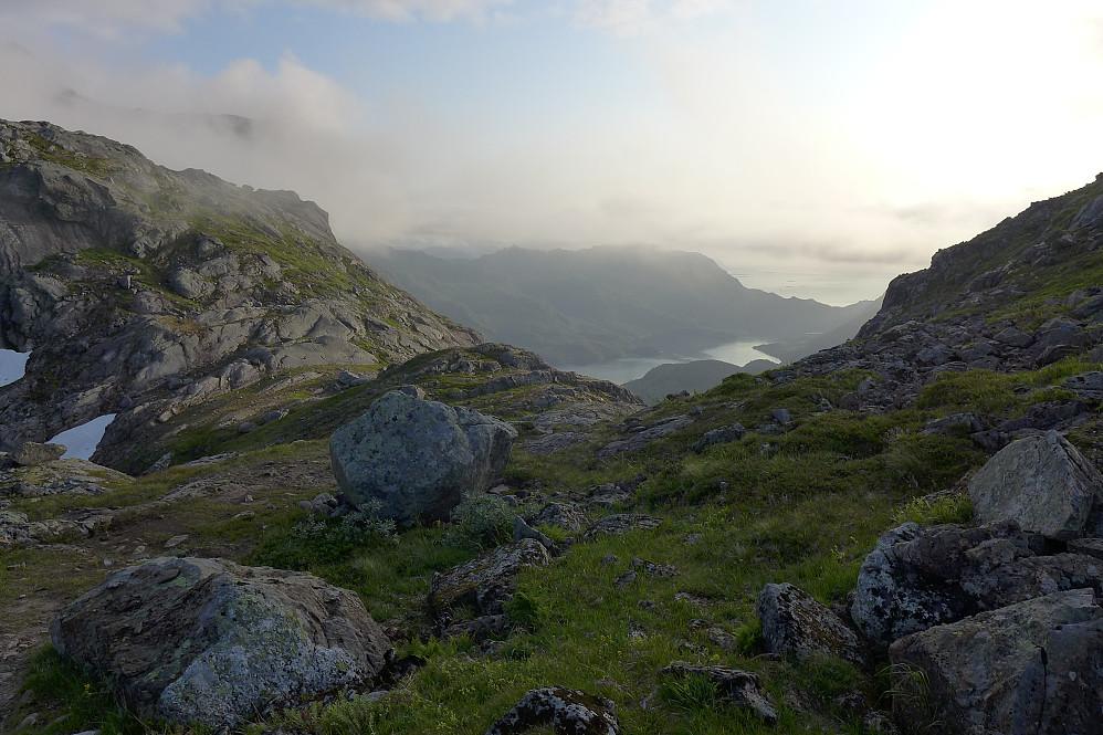Utsikt vestover mot Lonkanfjorden fra Memuruskaret