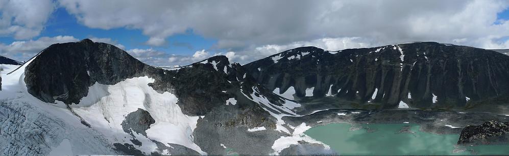 Panorama fra Grotbreahesten. Fra venstre Trollstein-Rundhøe, Svartholshøe, Gråhøe og Søre Trollsteinhøe