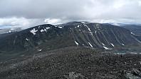 Fra Trollstein-Rundhøe mot nord. Svartholshøe midt i bildet, i bakgrunnen fra venstre Gråhøe, Søre og Store Trollsteinhøe
