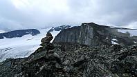 Fra Svartholshøe sørover mot Trollstein-Rundhøe. Grotbrean og Austre Glittertindoksle mot venstre