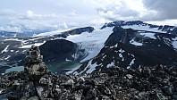 Fra ve. Grotbreahesten, Austre Glittertindsoksle, Glittertind, Trollstein-Rundhøe og Svartholshøe