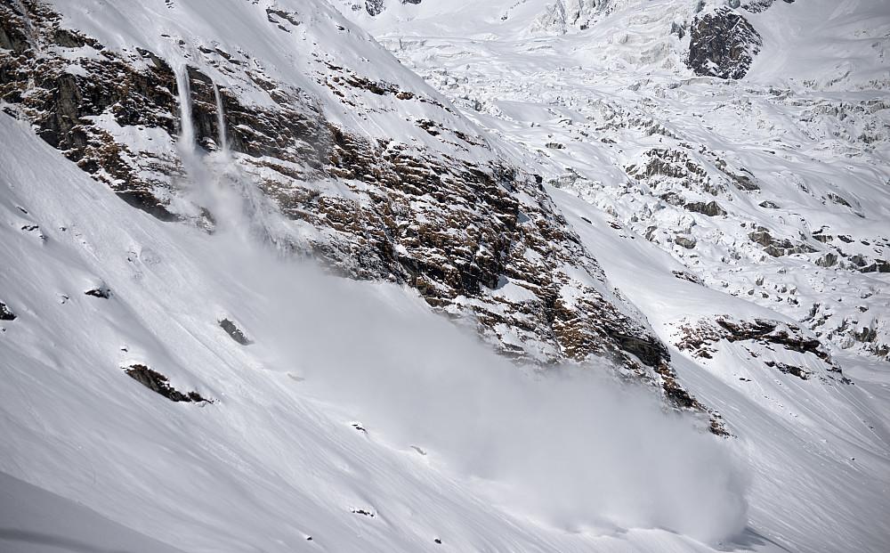 Snøras ned nordryggen av Hiunchuli