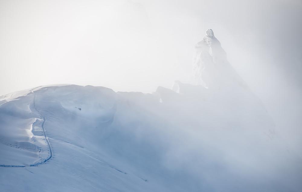 Sporsnø mot pinakler øst på Youngs Peak