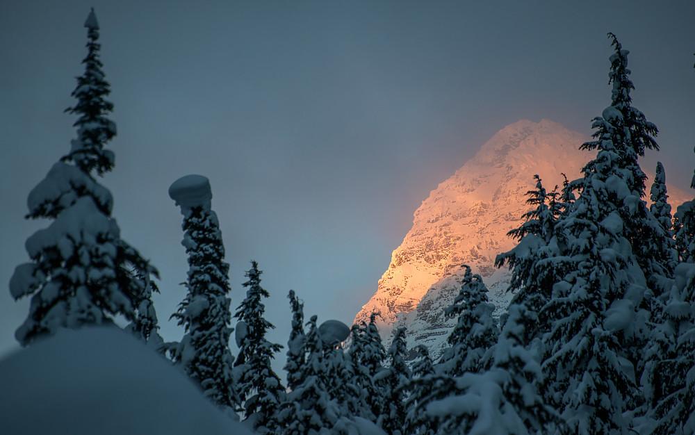 Solnedgang på Eagle Peak mens jeg returnerer til bilen nede på 1200m