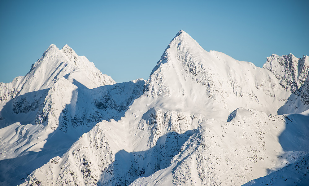 Avalanche Mt. til venstre, Eagle Peak midt i