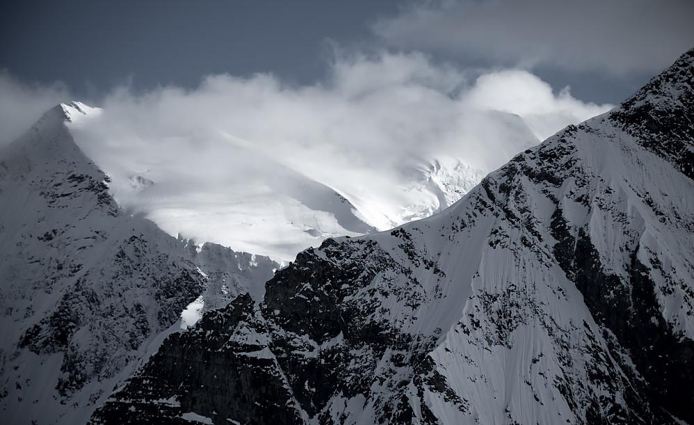Mount Selwyn (t.v) og Mount Dawson (t.h.), målet for denne turen