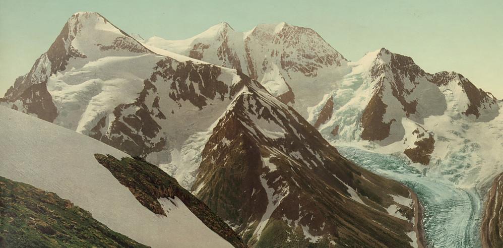 Mount Fox (t.v.) med Mount Dawson (Hasler Peak og Feuz Peak som to høyeste topper) i midten. Sett fra Asulkan Pass i 1902.