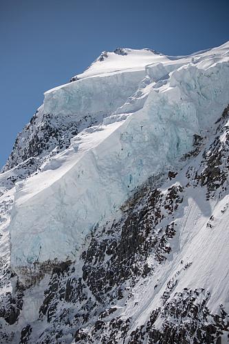 Imponerende isbreskue ned nordvestsiden av Selwyn