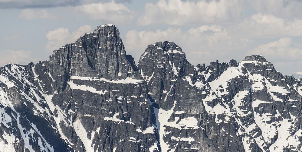 Hadde vært artig med en tinderanglingstur over disse! Mount Tupper reiser seg 1500m rett opp over Highway #1