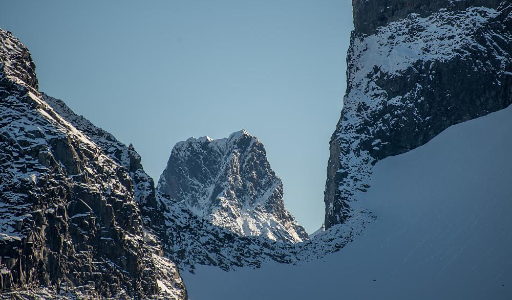 Store Skagastølstinden sett fra 1800m-steinen på Austanbotntinden