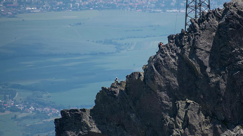 Noen klatrere på tur opp Lomnický štít